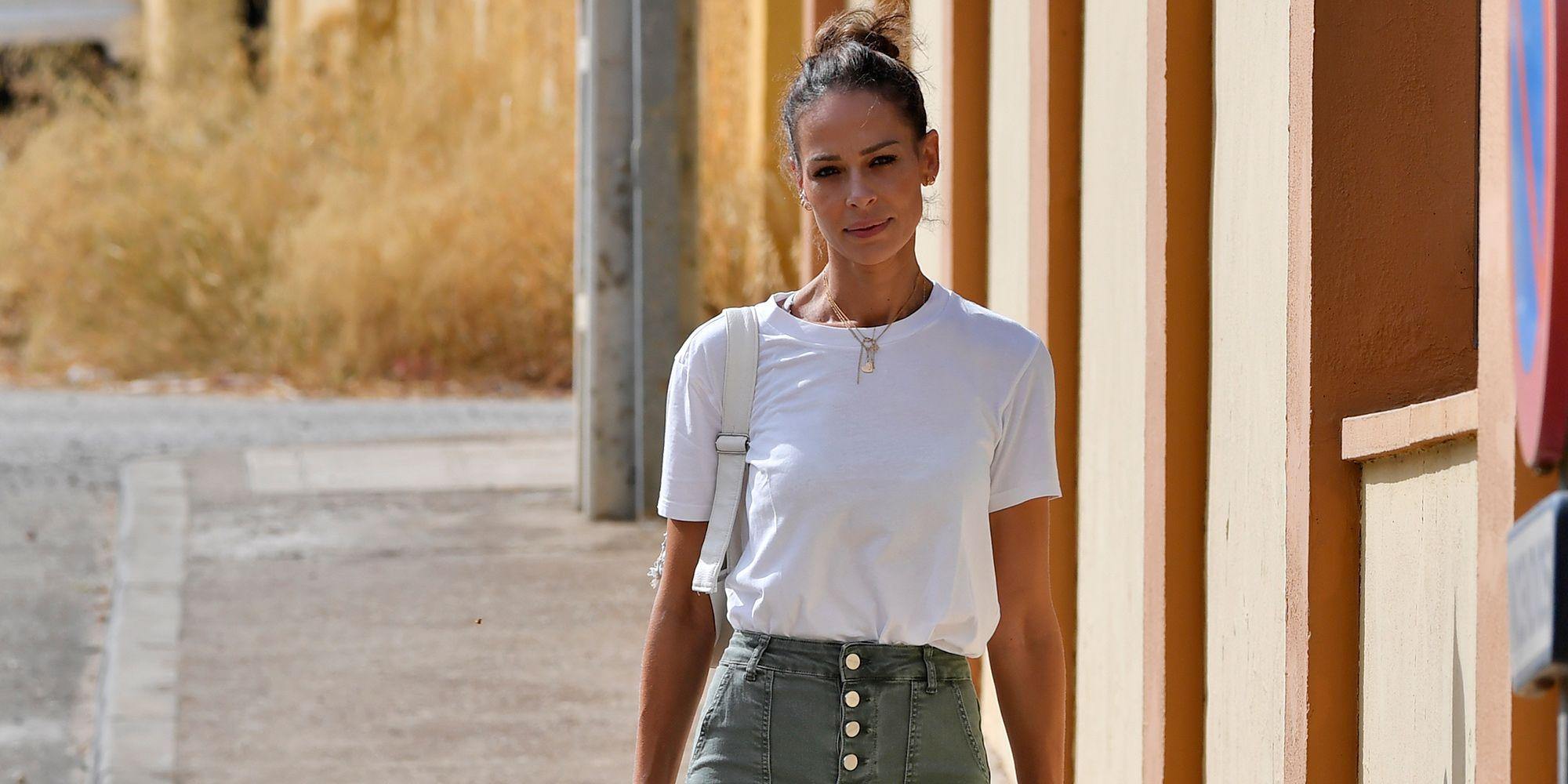 Eva Gonzalez Pantalones Campana Y Zapatillas Converse Blancas