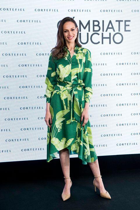 da43dfded16 Eva González con vestido camisero de Cortefiel - Eva González tiene ...