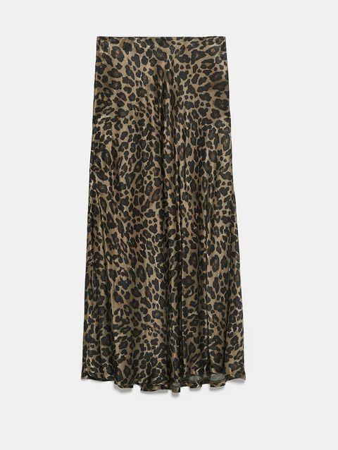 renombre mundial lindos zapatos originales Alba Díaz combina su falda estampada de leopardo de Zara con top