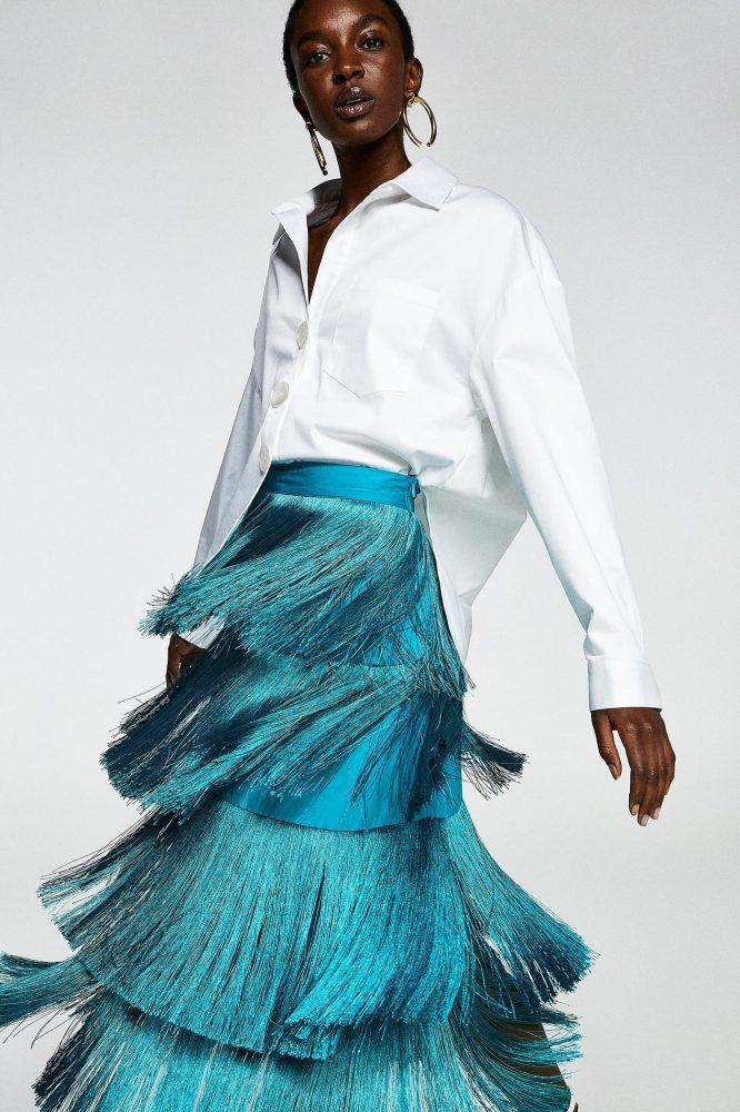 5c752dc1b3899 La falda de flecos de Sfera de invitada para llevar con camisa blanca