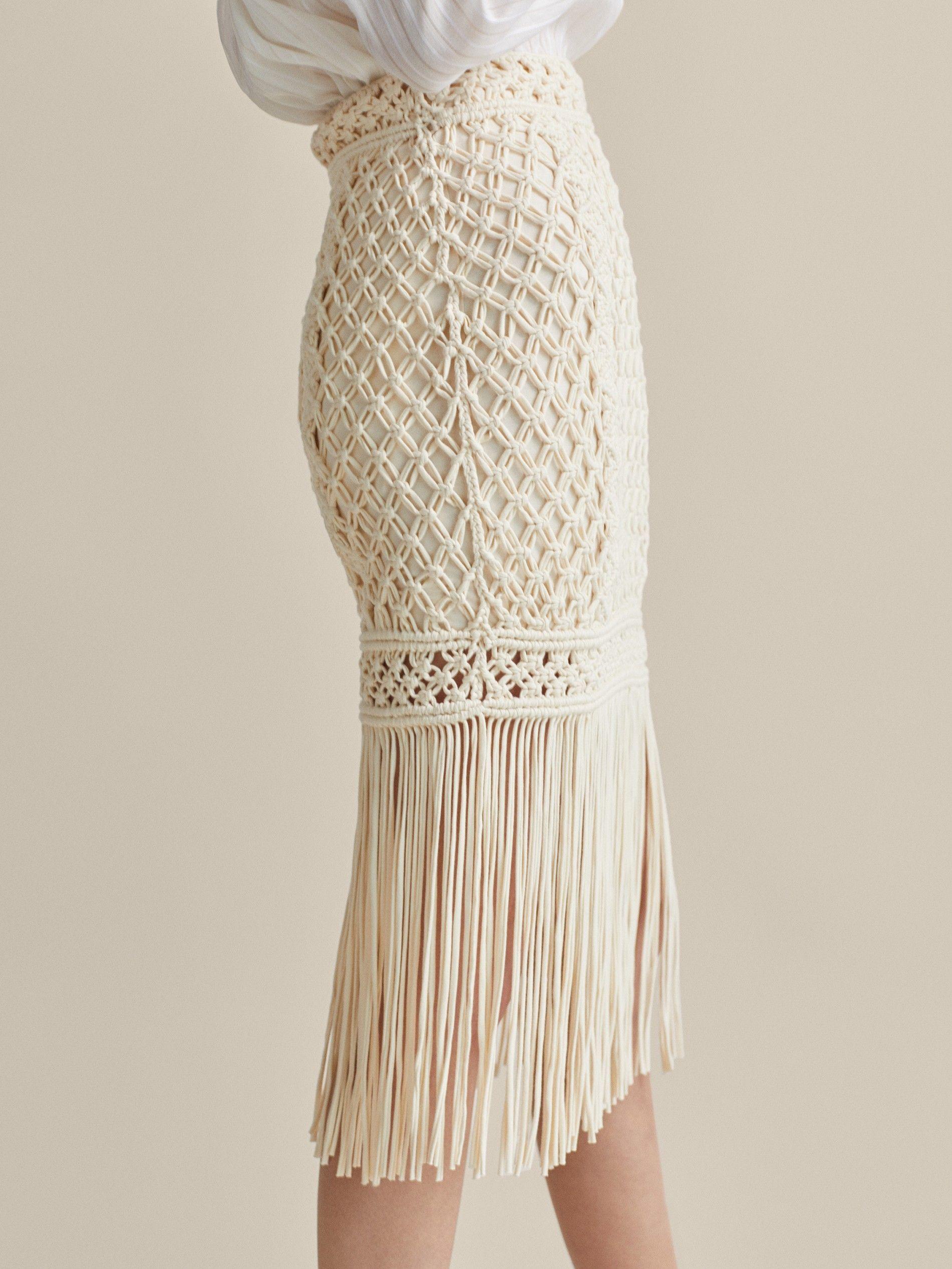 4b8f88a71 La falda midi de Massimo Dutti de crochet más bonita del mundo