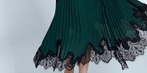 falda larga plisada encaje zara botas invitada tendencia
