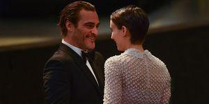 Joaquin Phoenix y Rooney Mara pareja historia de amor