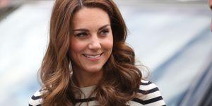 Kate Middleton culotte azul jersey rayas marienro navy look hym