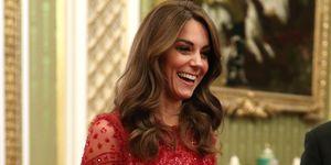 Kate Middleton vestido rojo lentejuelas noche