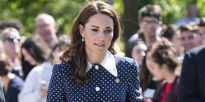Kate Middleton con vestido largo con vuelo de lunares, de Alessandra Rich, un look homenaje a Lady Di
