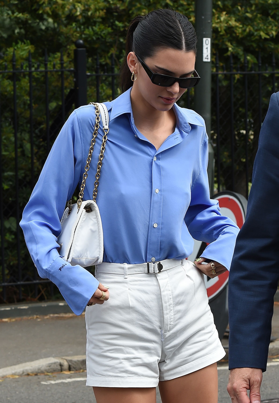 Kendall Jenner lleva las zapatillas blancas de Paula Echevarría