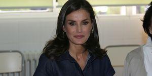 reina Letizia vestido vaquero midi Carolina Herrera