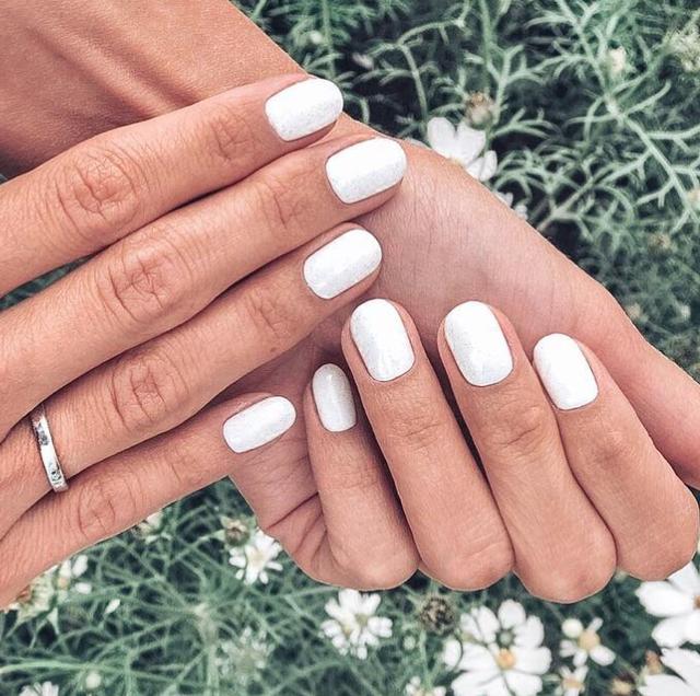 ideas de manicura blanca verano