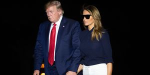 Melania Trump pantalones blanco pitillo bailarinas