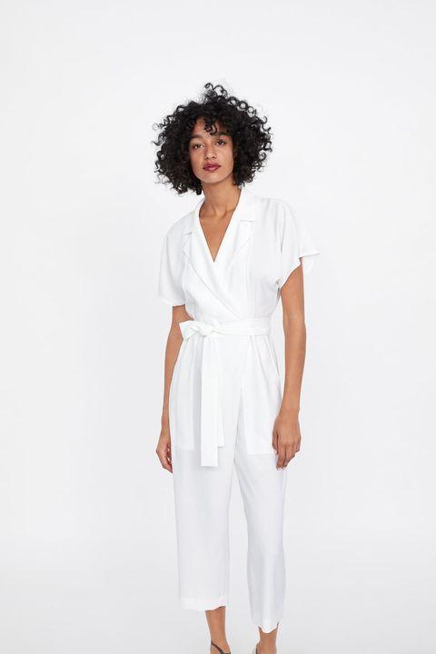 bbfa16699 Este es el mono largo blanco de Zara favorito de las bajitas con curvas