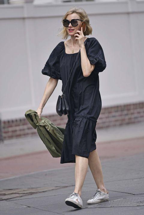 Naomi Watts vestido negro verano
