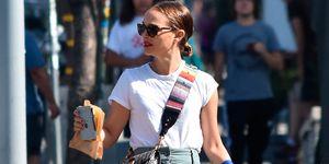 Natalie Portman pantalones de tiro alto bajitas