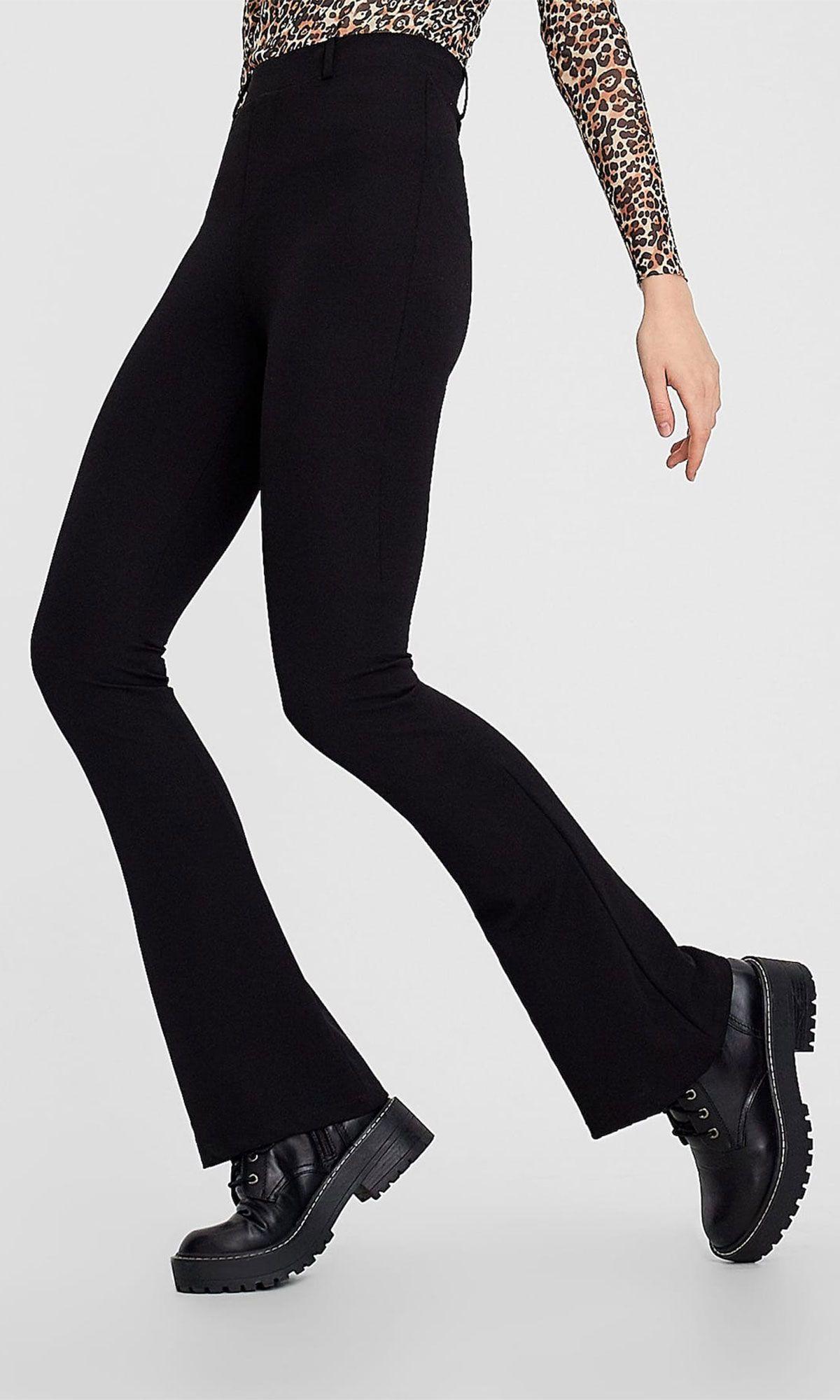 Este Pantalon Flare Negro De Stradivarius Hace Las Piernas Largas