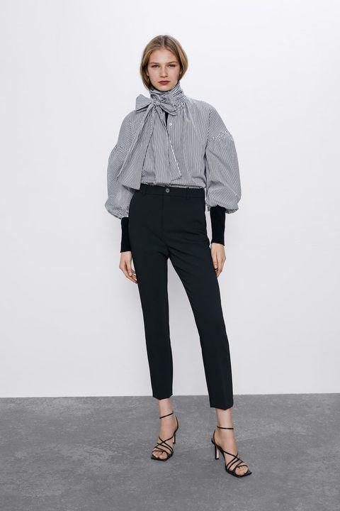 En Zara Crean El Pantalon De Vestir Negro Que Reduce Una Talla