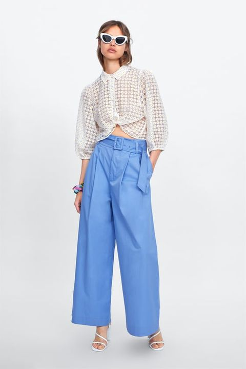 Pantalones De Verano De Talle Alto Para Llevar Con Camiseta Blanca Y Con Los Que No Morir De Calor En La Oficina
