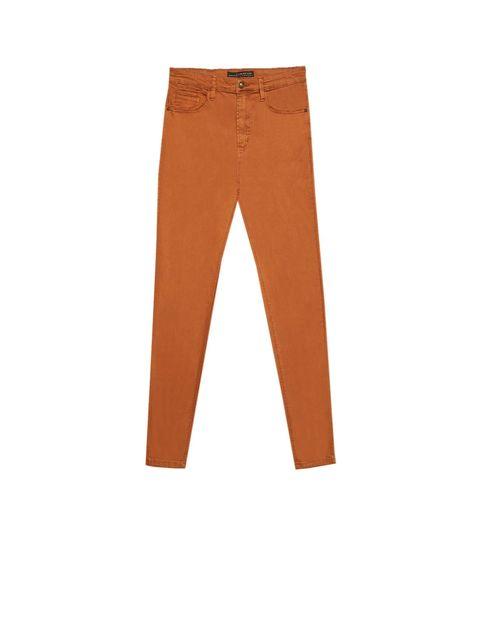 c7b144b4eb Estos pantalones altos de Stradivarius están en los 11 tonos de ...