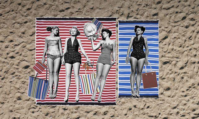 collage de chicas tumbadas en la playa sobre una toalla pareo de eturel con bolsos y accesorios