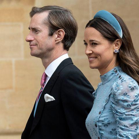 c967bdf1b Pippa Middleton es la perfecta invitada con un vestido midi azul en ...