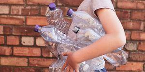 Reciclando botellas de plastico elle.es