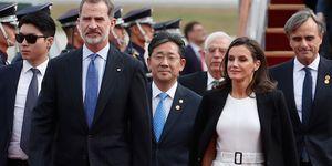 reina Letizia vestido tubo blanco americana negra Corea