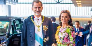 reina Letizia vestido largo flores Matilde Cano diadema Japón