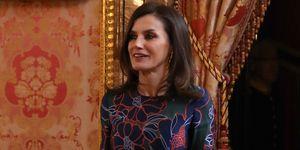 reina Letizia midi de flores Carolina Herrera