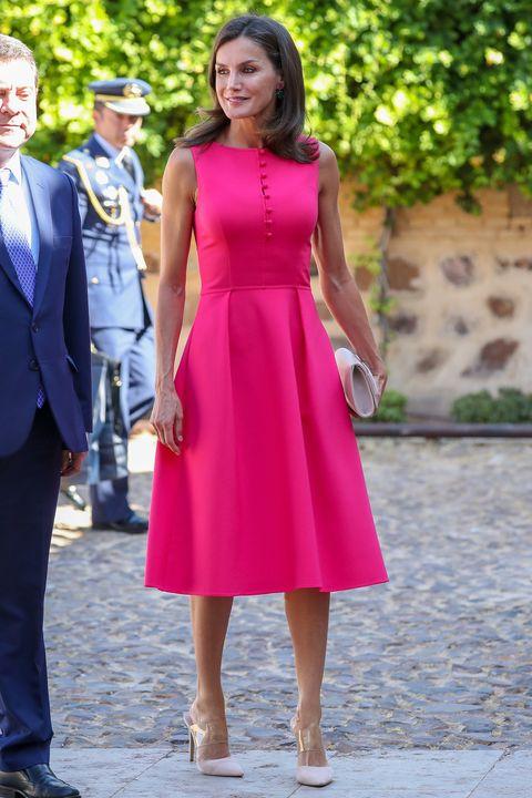 La Reina Letizia Repite El Vestido Midi Rosa De Carolina Herrera