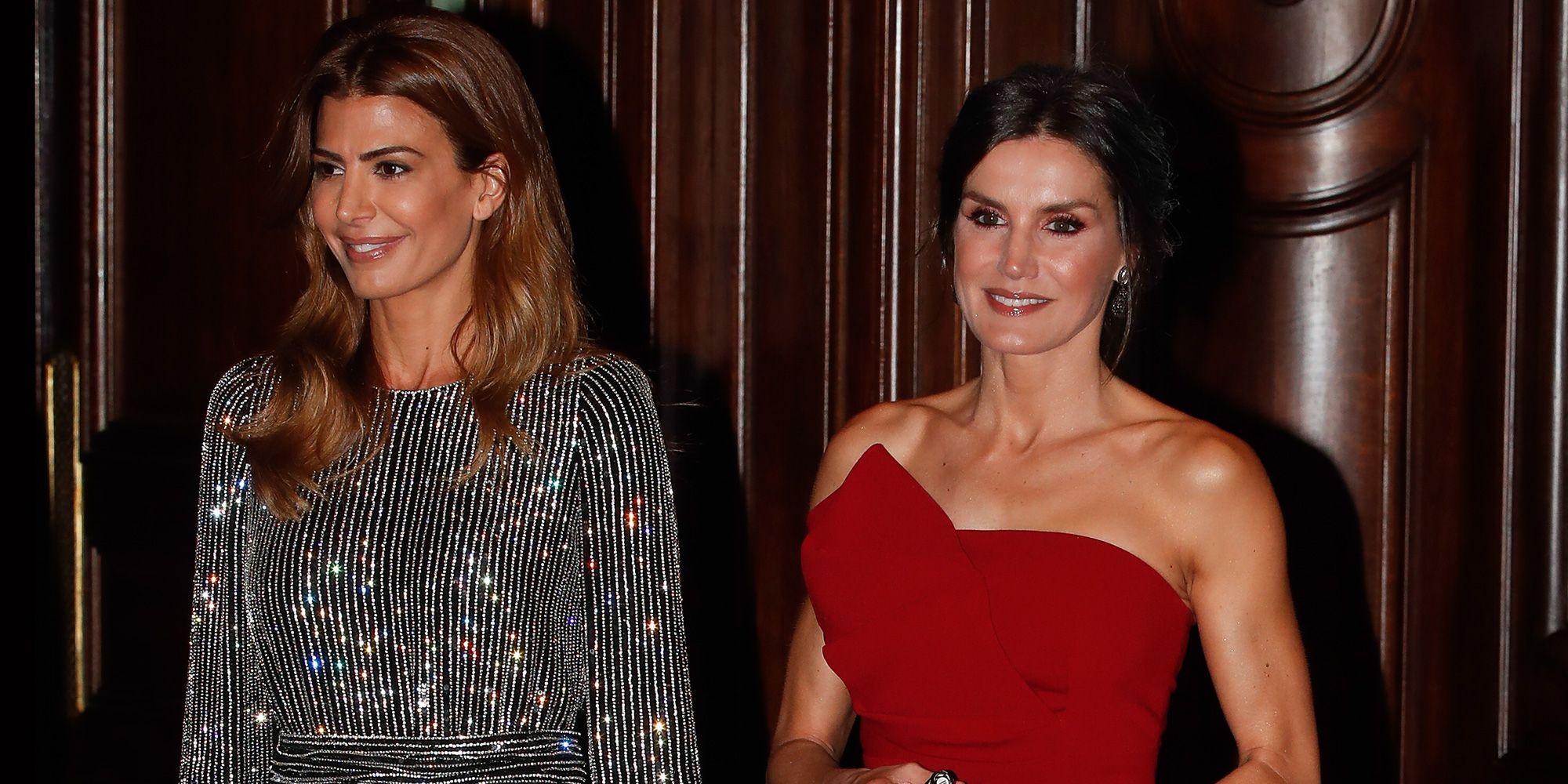 6dd8563a8 La reina Letizia de rojo con un vestido palabra de honor en Argentina