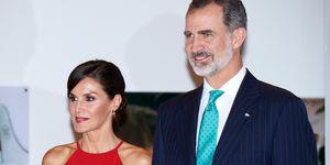 reina Letizia vestido midi rojo halter Cuba