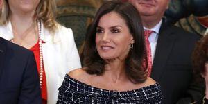 reina Letizia vestido Zara rebajas midi tweed
