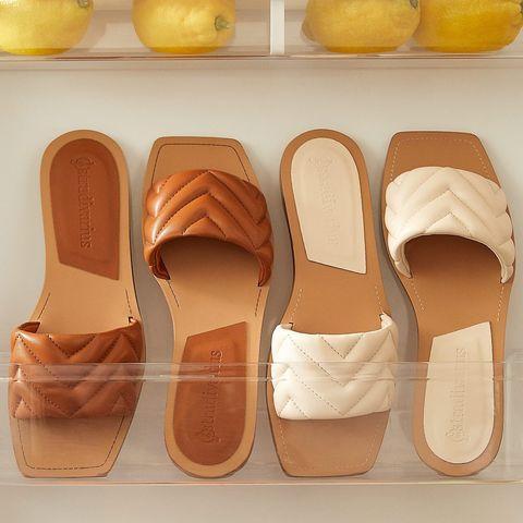 las sandalias planas acolchadas de tendencia de stradivarius