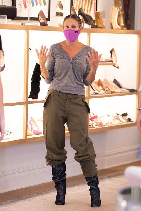 Sarah Jessica Parker Botas Altas Arrugadas Y Pantalones Anchos