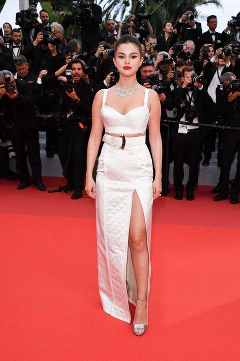 Selena Gomez vestido blanco
