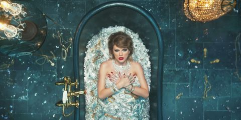 Taylor Swift's Uncomfortable Bath