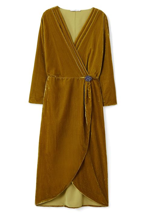 Clothing, Robe, Yellow, Sleeve, Brown, Dress, Outerwear, Wrap, Costume, Day dress,