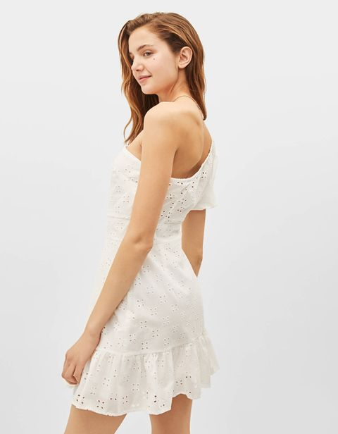 3677e73ff0 El vestido corto blanco asimétrico de Bershka que va a fascinarte