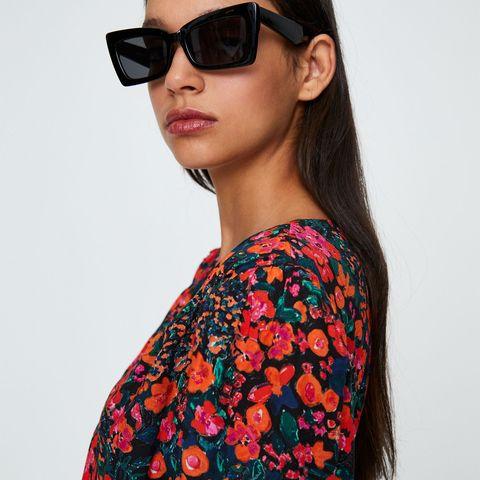 Eyewear, Sunglasses, Clothing, Shoulder, Neck, Orange, Glasses, Cool, Sleeve, Joint,