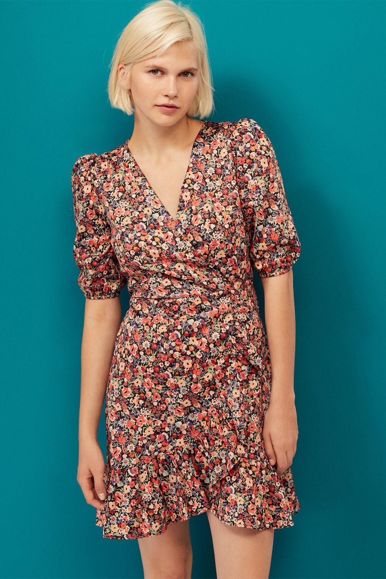 ffd108e7d2 El vestido corto con manga abullonada que buscas está en Oysho