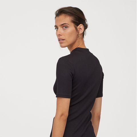 barato mejor valorado en pies tiros de tiendas populares El vestido corto negro de H&M para evitar el efecto pecho caído