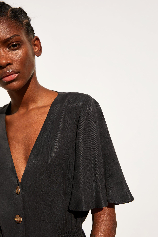alta moda en venta materiales superiores El vestido corto negro de Zara con la manga más perfecta y ...