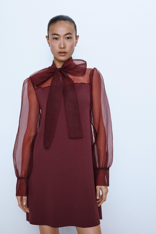 Un vestido corto de organza y lazo de Zara espectacular