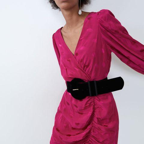 Hay Un Vestido Corto De Fiesta En Zara Ideal Con Efecto Reductor