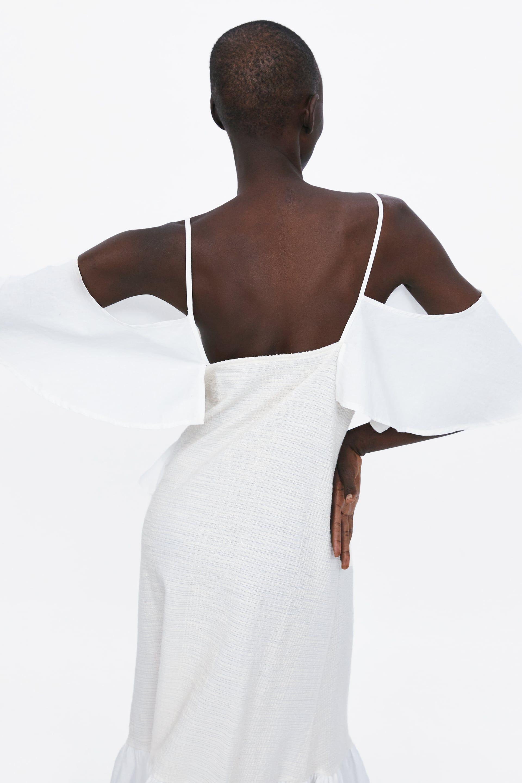 d75b320b0 Este vestido largo blanco con mangas de Zara cuesta 40 € y es espectacular  pero la clave para arrasar es llevarlo como esta instagramer española