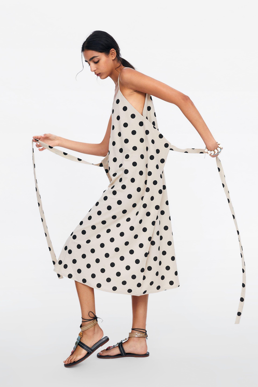 be6215df80 Sale el primer vestido multiposición de lunares de invitada de Zara