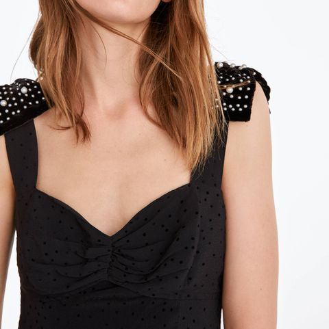 vestido largo negro terciopelo plumeti perlas Uterqüe