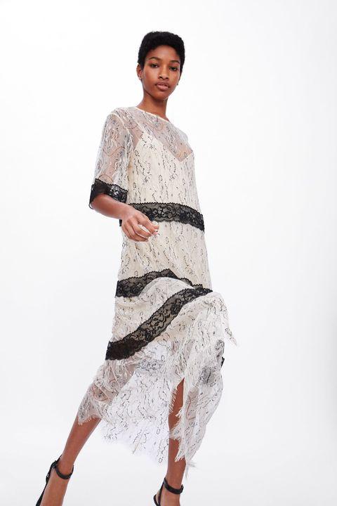 1031304d9 Este vestido transparente con encaje de Zara es para ser invitada de ...