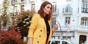 Vicky Martín Berrocal con traje amarillo de Zara