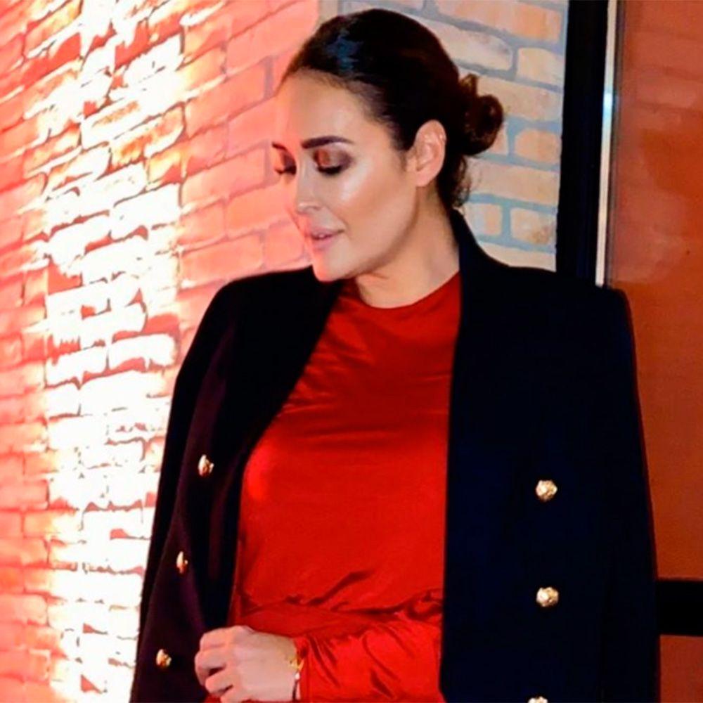 Katalog Autobahn das ist alles  Vicky Martín Berrocal con vestido rojo y la americana de Zara