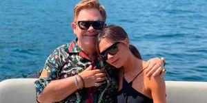 Victoria Beckham cantando vacaciones Elton John